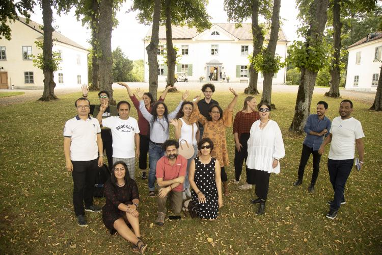 14 writers, artists and musicians took in ICORN residency in Sweden, Denmark and Norway were gathered at the Foundation Biskops Arnö for a Creative Writing Seminar. From left: Weli Ayup, Iman Al Ghafari, Saiidi Sharif, Seywan Saeedian, Ashraff Bagheri, Mahideh Golroo, Jahanara Nuri, Ali Thareb, Ola Housamo, Babak Salimzadeh, Susanne Ibrahim, Kajsa Sundin, Supriti Dahr, Milagros Socorro, Tsegabrhan Goitom Habtemariam. Photo.