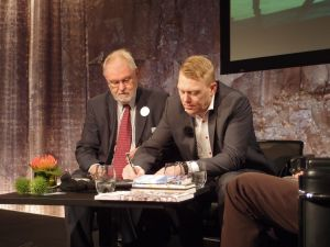 Signing ICORN agreement in Frankfurt