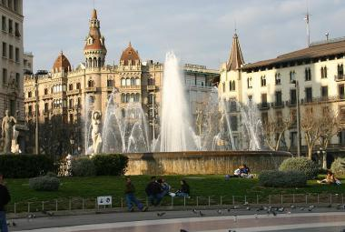Photo: Barcelona, Plaza Catalunya (Wikimedia)
