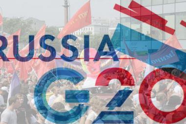© Photo (beneath G20 logo): Sara Stierch. Source: Wikimedia Commons.