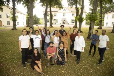 14 writers, artists and musicians took in ICORN residency in Sweden, Denmark and Norway were gathered at the Foundation Biskops Arnö for a Creative Writing Seminar. From left: Weli Ayup, Iman Al Ghafari, Saiidi Sharif, Seywan Saeedian, Ashraff Bagheri, Mahideh Golroo, Jahanara Nuri, Ali Thareb, Ola Housamo, Babak Salimzadeh, Susanne Ibrahim, Kajsa Sundin, Supriti Dahr, Milagros Socorro, Tsegabrhan Goitom Habtemariam. Photo