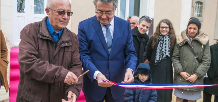 The Mayor of Poitiers, Mr. Alain Claeys, and Roland Sérazin, grandson of Jean-Richard Bloch officially opens the artist residency Villa Bloch on 9 February 2019. ©iBooCréation, Ville de Poitiers. Photo.